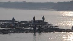 radeau sur le fleuve Irrawady